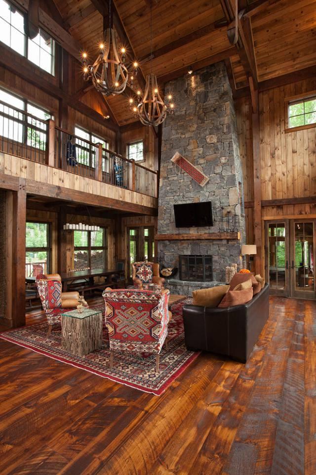 Salon w drewnie kominek