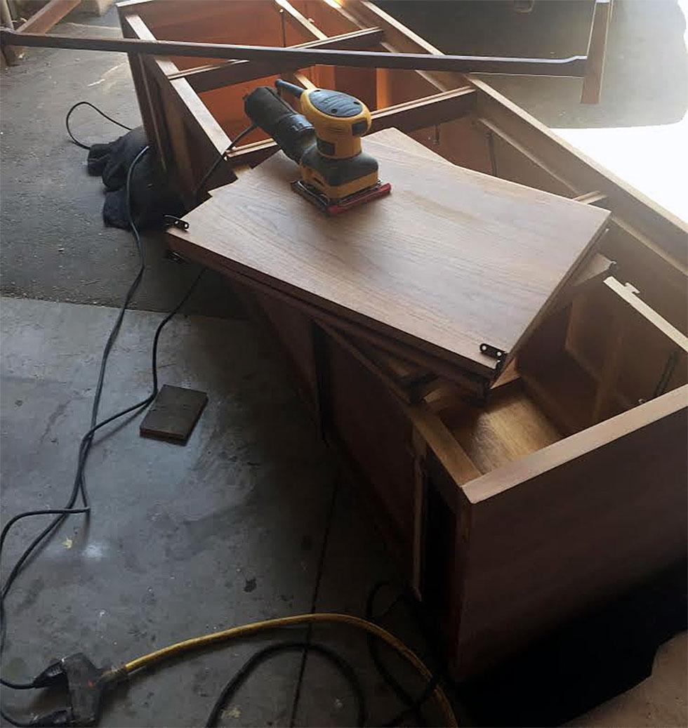 renowacja szafki z czasów prl